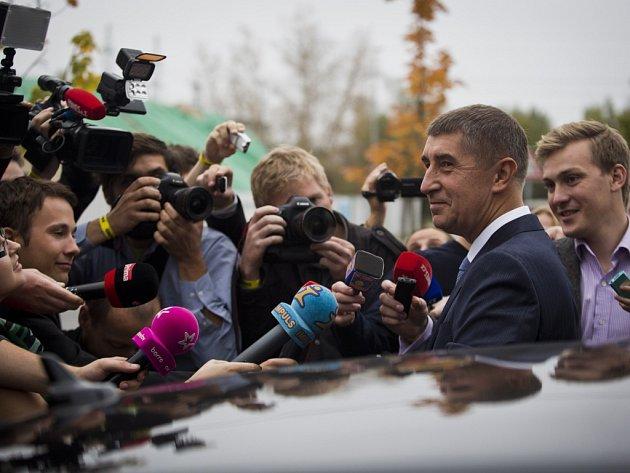 Andrej Babiš po příchodu do volebního sídla ANO, 11. října v Praze.