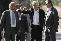 Autor s premiérem. Svůj záměr Jan Kaplický (vlevo) na Letné představil i premiérovi Mirku Topolánkovi
