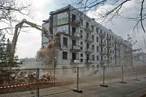 Bourací práce v bývalém vojenském prostoru v Milovicích.