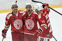 Hokejisté Slavie mají důvod k radosti. V sobotu doma porazili Benátky a vedou tabulku Chance ligy.