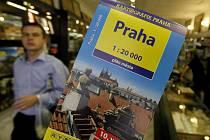 Knižní plán Prahy vychází pravidelně již od roku 1954, od roku 1994 se pro něj používají digitalizované mapy. Novinkou letošního vydání je vrstevnicová síť, která poslouží například cyklistům při volbě trasy