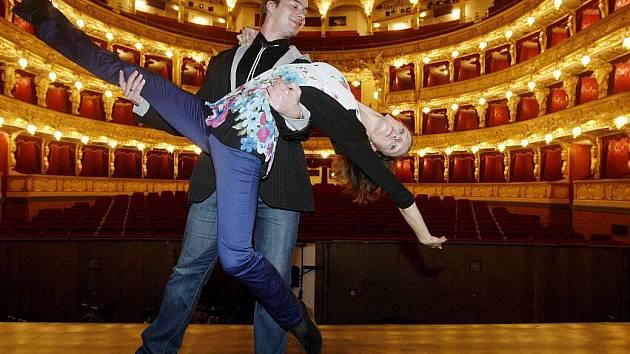 Sólisté baletu Státní opery Praha Richard Hlinka a Zuzana Hvízdalová po tiskové konferenci k obnové premiéře baletu Fantom opery.
