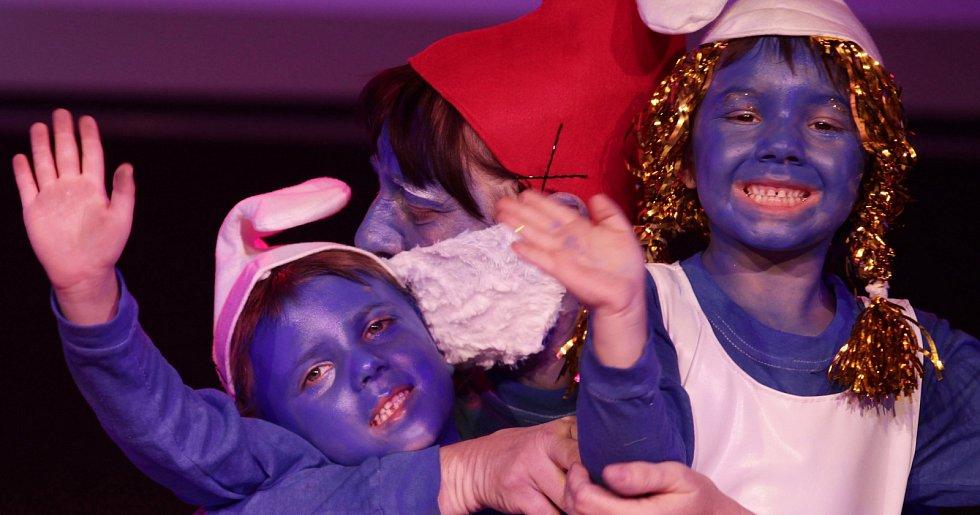 Hejbejte se a zpívejte s Hankou Kynychovou 2015. Devátý ročník charitativní taneční schow dětí z dětských domovů v Music Clubu Futurum.