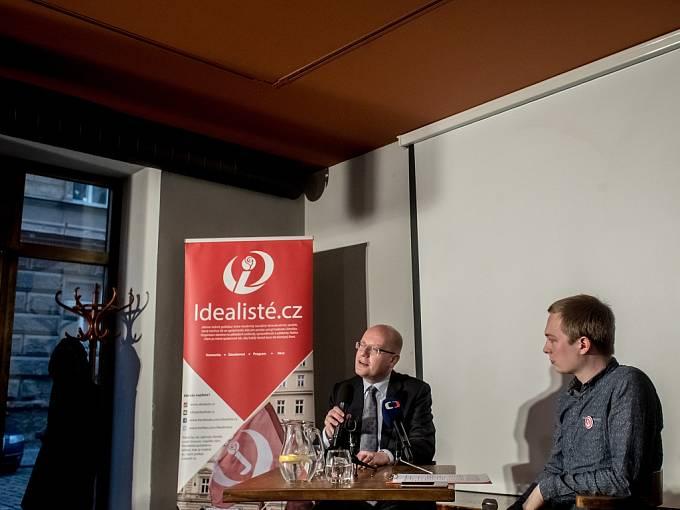Premiér Bohuslav Sobotka navštívil v Praze debatu, kterou pořádali Idealisté.cz.