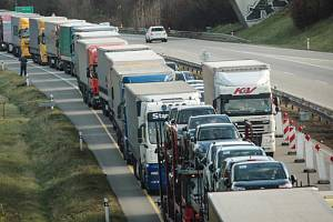 Kolony na dálnici D1. Ilustrační foto.