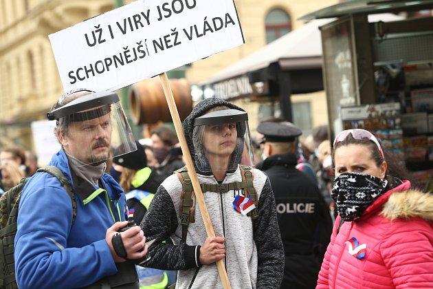 Demonstrace proti vládním opatřením na boj proti epidemii se na náměstí Republiky konala ve středu 28.října 2020.