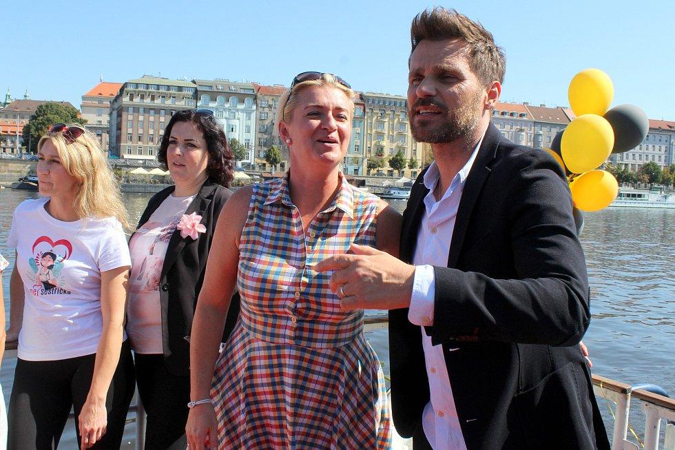 Plavba po Vltavě s finalistkami soutěže Nej sestřička.