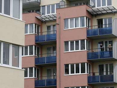 Nájmy v obecních bytech stoupají.