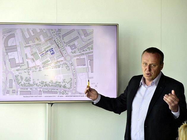 Předseda představenstva developerské společnosti Central Group Dušan Kunovský (na snímku) představil v Praze nový návrh výškových bytových domů na Pankráci vedle sídla České televize.