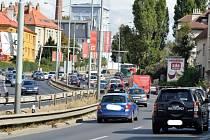Ulice v Holešovičkách.