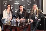 Tři hlavní členové skupiny Nightwish představili v pražském Hard Rock Café novou očekávanou desku.