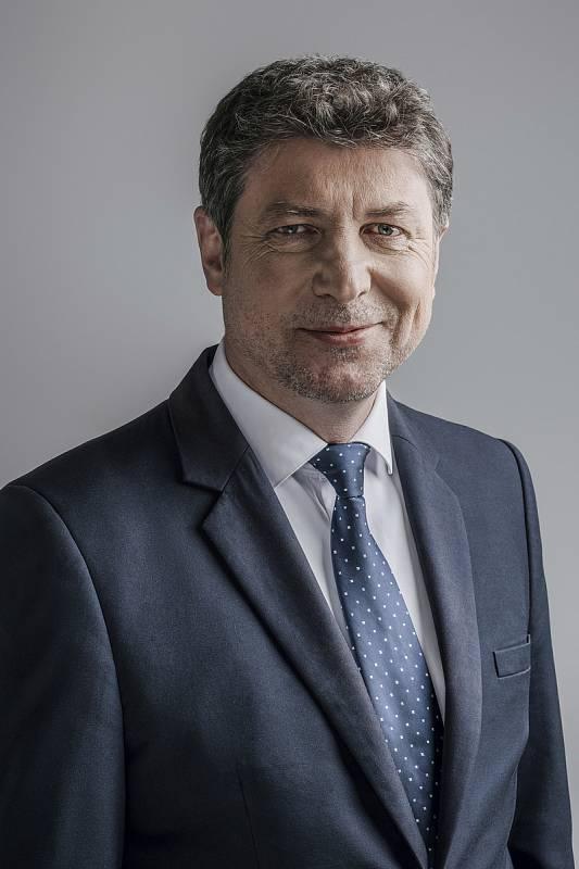 Mgr. Jan Lacina, 51 let, místostarosta MČ Praha 6, producent, scenárista, režisér, místopředseda představenstva v Obecním domě, Piráti+STAN.