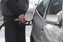 Řidiči si v Praze budou muset sáhnout hlouběji do kapsy. Ilustrační foto
