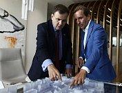 Ministr pro mezinárodní obchod Greg Hands při návštěvě Penty.