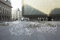 Městské židle umožní zabydlet parky a náměstí v Praze. Piazzetta Národního divadla je jedno z míst, kam by chtěl Institut plánování a rozvoje Prahy nábytek umístit.
