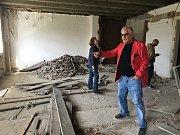 Kontrolní den rekonstrukce Paláce Svět. Majitel Antonio Crispino.
