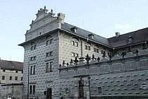 Schwarzenberský palác na první pohled upoutá díky svým sgrafitům.