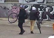 Mladíci rozebrali cizí kolo.