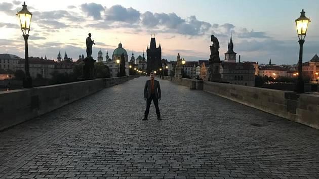 Herec a zpěvák Matěj Ruppert se stal tváří reklamní kampaně magistrátu s názvem V Praze jako doma.