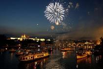 Na pontonu na Vltavě mezi Karlovým mostem a mostem Legií proběhl 27. července koncert balkánského hudebníka Gorana Bregoviče a jeho skupiny Wedding and Funeral Orchestra