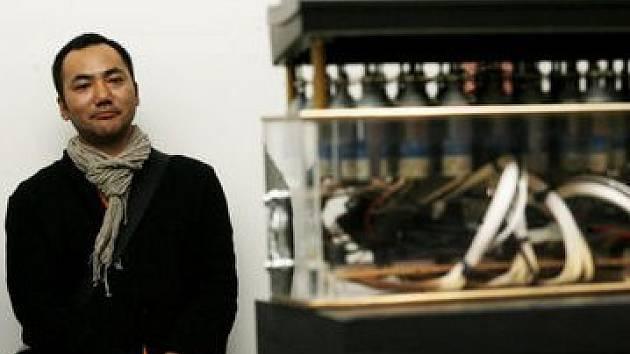 Takumi Endo. Svérázného umělce zajímá propojení umění a řeči.