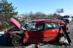 U hromadné nehody na Štěrboholské spojce zasahoval vrtulník LZS.