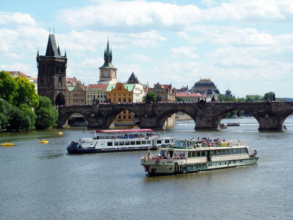Výletní lodě na Vltavě.