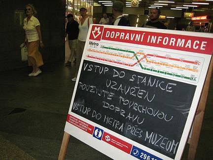 Cestu do práce znepříjemnil v pondělí ráno cestujícím uzavřený vstup do metra I.P.Pavlova. Nepříjemnosti zapříčinily rozbité eskalátory.