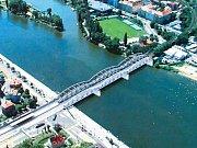 Podoba zmodernizované trati včetně mostu na Výtoni v Praze.