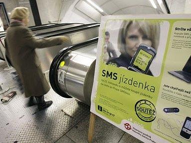 Koupi jízdenky MHD skrze sms platbu využije denně asi patnáct tisíc Pražanů.