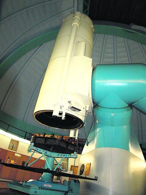 DVOUMETROVÝ dalekohled vOndřejově.