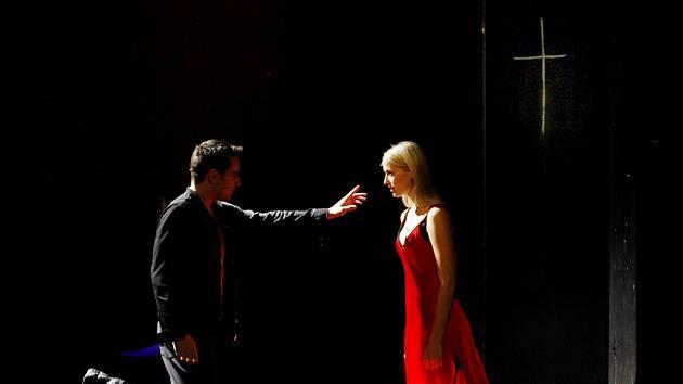 V pražském Divadle na Jezerce se 15. března uskutečnila kostýmová zkouška připravovaného muzikálu Já, Francois Villon.