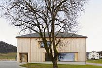 Příklad uplatnění současné architektury v horské krajině, který představuje dvojice výstav v Galerii Jaroslava Fragnera v Praze 1.