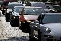NEJVÍC A NEJMLADŠÍ V ZEMI. Teď se zdá, že i pražským autům začnou naskakovat vrásky. A nejen ze stání v kolonách.