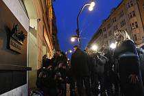 Slovenská prezidentka Zuzana Čaputová položila 12. listopadu 2019 věnec k památníku 17. listopadu na Národní třídě v Praze při příležitosti 30. výročí sametové revoluce.