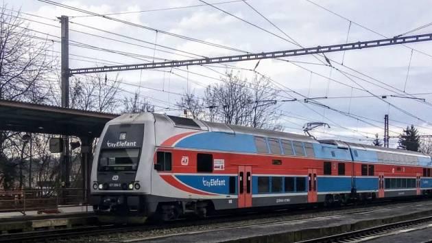 CityElefant na lince S7 v Dobřichovicích.