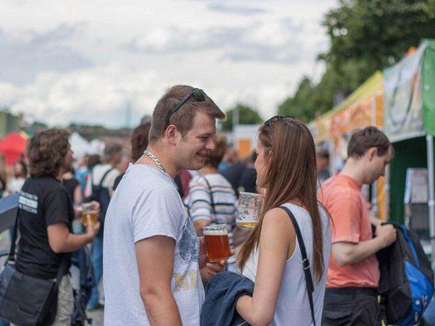 Přes dvě stovky speciálů z více než pěti desítek pivovarů se v pátek a v sobotu představí na náplavce na Rašínově nábřeží