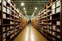 Státní technická knihovna se stěhuje z Klementina. Knihovní fond bude přemísťován speciálními kamiony, určenými ke stěhování knih.