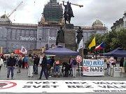 Demonstrace proti NATO.