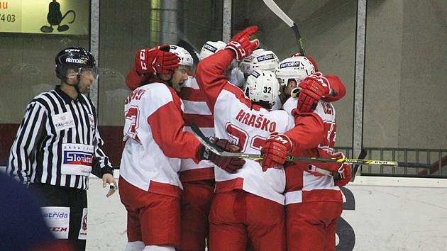První hokejová liga - 43. kolo: Slavia Praha - České Budějovice 2:0 (2:0, 0:0, 0:0).