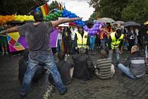 Protestující proti pochodu