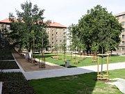 Vnitrobloky by se měly v budoucnu stát zeleným místem pro setkávání místních občanů. Ilustrační foto.