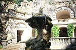 socha byla nalezena na zámku Třebotov. Majitel ji prý koupil oficiálně.