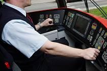 Řidič tramvaje. Ilustrační foto.