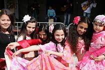 Happening s názvem Setkání kultur se konal v pátek 13. března u metra Rajská zahrada, v rámci mezinárodního dne Romů.