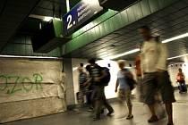 PRVNÍ DOJEM Z METROPOLE. Cestující, přijíždějící do Prahy vlakem, by si zasloužili lepší uvítání.