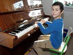 Budoucí Mozart? Možná. Ale otázka je, co na to říkají sousedé. Například někteří v Praze 6 nemají moc pochopení pro ostatní obyvatele, kteří hrají na nějaký hudební nástroj.