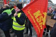 Pražská KSČM uspořádala v Praze protest proti zdražování. Komunisté inspirování demonstranty ve Francii přišli ve žlutých vestách.