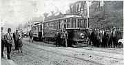 Příjezd a odjezd první tramvaje v Michli roku 1919 byla velká událost. Tehdy, stejně jako v 50. letech, se do tramvají naskakovalo za jízdy.