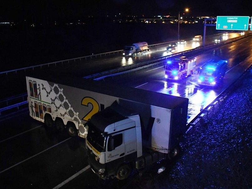 Nehoda kamionu zablokovala dopravu na Pražském okruhu u Zličína.